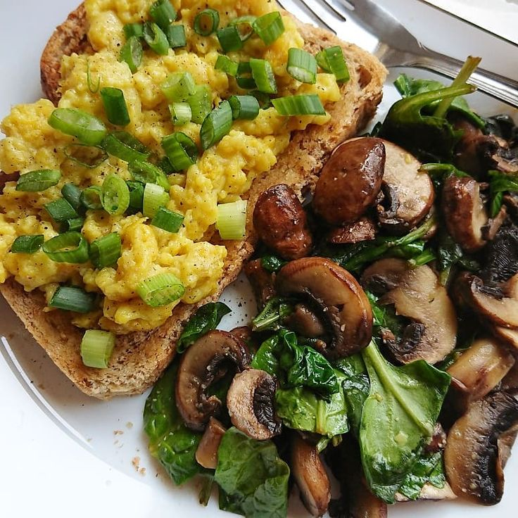 Easy Egg on Toast w/Spring Onion & Garlicky Spinach Mushrooms