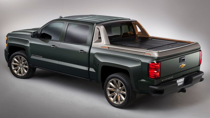 The 2015 Chevrolet Silverado High Desert concept rocks a return to the cladding we last saw on the mega-macho Chevy Avalanche. I dare say; the look works with the new body style. Then again, what wouldn't look good in this color.
