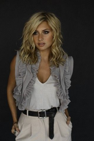 Aly Michalka hair .... Super cute!