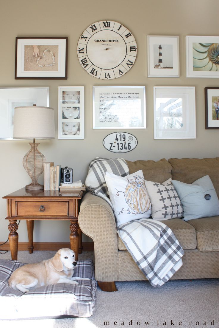 Simple Fall decor for the family room | www.meadowlakeroad.com