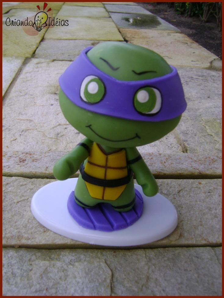 Kawabanga! Donatello from The Teenage Mutant Ninja Turtles made in cold porcelain (based on the work of Evilsherbear on Deviantart - http://evilsherbear.deviantart.com/art/Mini-Munny-Mikey-108882130?q=1&qo=1 )