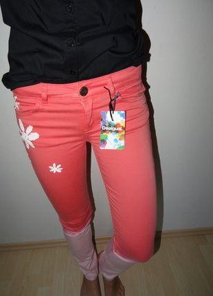 Kupuj mé předměty na #vinted http://www.vinted.cz/damske-obleceni/uzke-kalhoty/9370749-nove-kalhoty-zn-desigual-s-kytickami