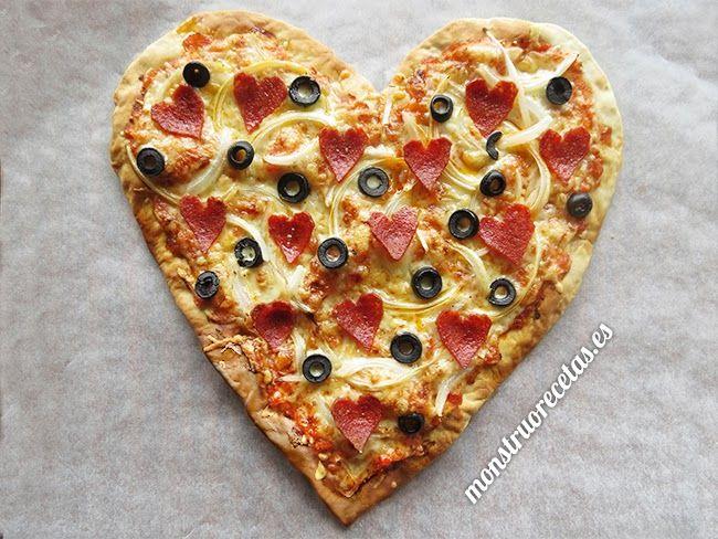 Pizza corazón para San Valentín. Masa rápida - http://www.monstruorecetas.es/2014/01/pizzacorazonsv.html