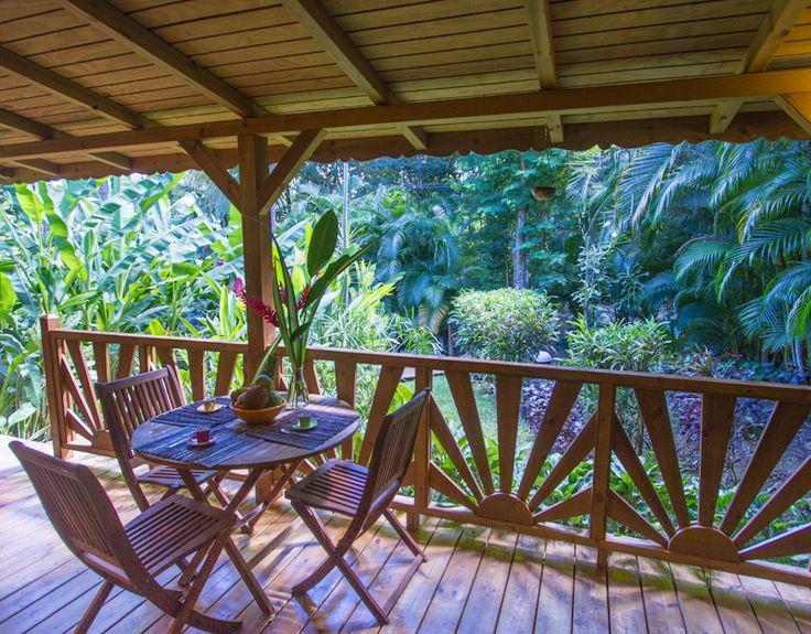 Jolie terrasse de maison cr ole antilles pinterest for Decoration maison tropicale