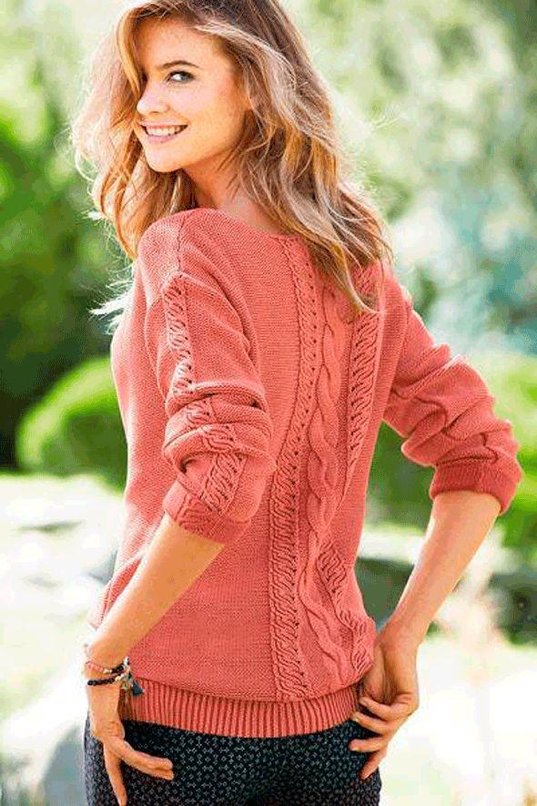 Кораловий пуловер з центральним візерунком спиці