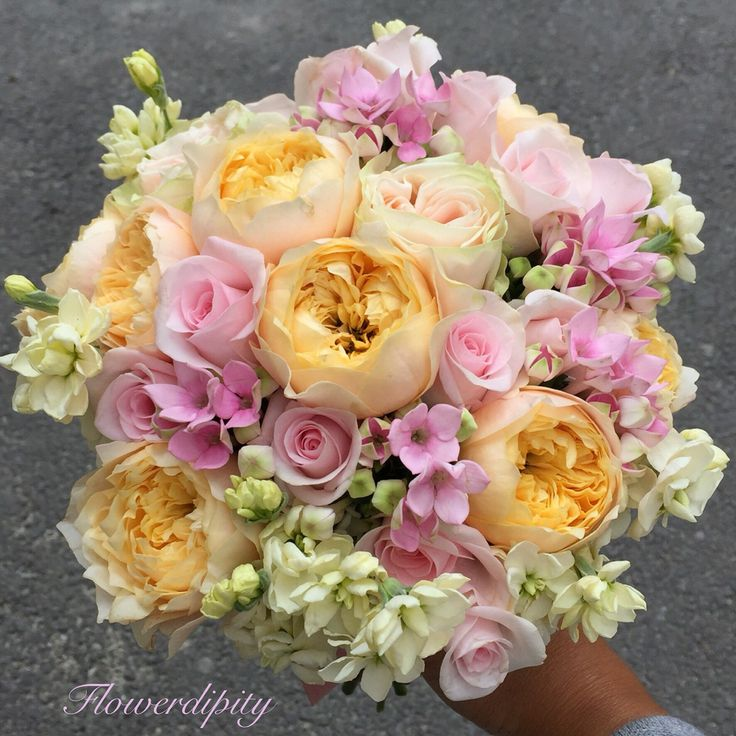 Yellow & Pink #flowerdipity #bride #bouquet #yellow #pink #roses #elegant #wedding #gardenroses #special #event #colorful