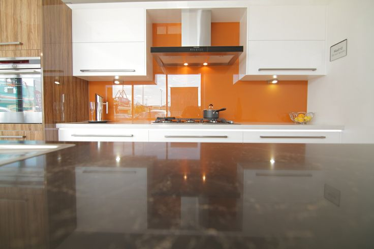 www.wallspan.com.au The Madrid kitchen range by Wallspan offers stylish high-gloss surfaces in a range of contemporary colours.