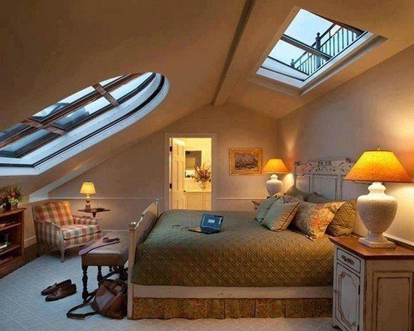 Уютная спальня под крышей