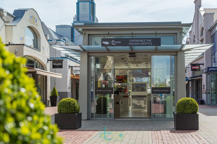 Temporary store a Ingolstadt Village - AzetaDesign