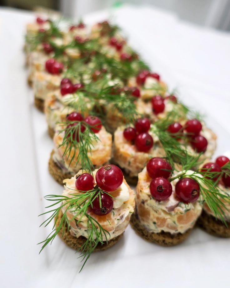Appetizer with salmon, Rye bread & lingonberry . Instagram: sundbacksfisk