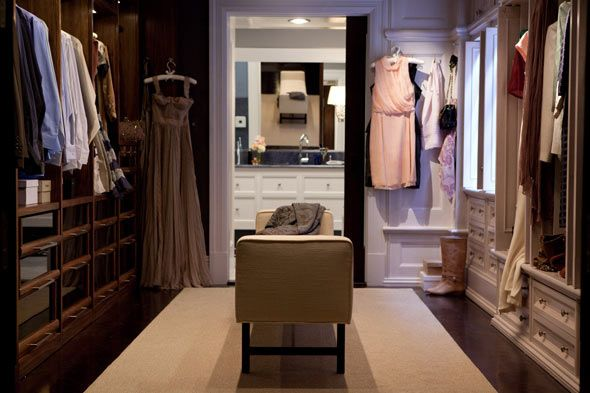 I like the layout of the closet but would like chest of drawers in the centre. Will not share with husband. Have too much clothes! :P