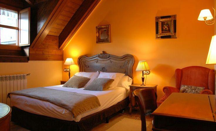 Selba d'ansils orange room