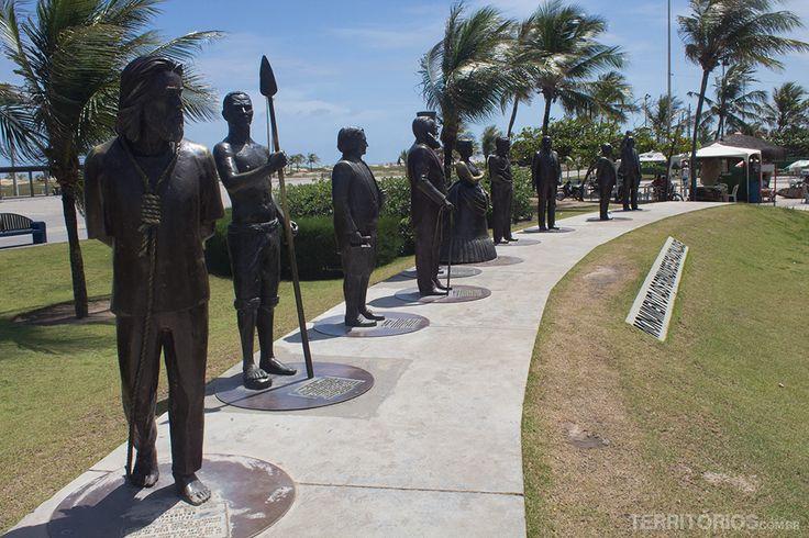 Estátuas homenageiam personalidades da história do Brasil - Orla de Atalaia - Aracaju - Sergipe