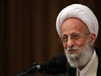 """Ayatollah Mesbah-Yazdi explains one of the most important ways to achieve divine affection and love is to cleanse the soul of that which God does not love. One cannot love God and continue to sin at the same time  Share webpage:""""You cannot love God and sin at the same time """" - AhlulBayt News Agency - ABNA - Shia News http://abna.ir/english/cultural/archive/2014/04/20/603598/story.html ——by @UC Browser"""