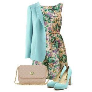 Голубые туфли, платье в цветочек, голубой пиджак, бежевая сумка на цепочке