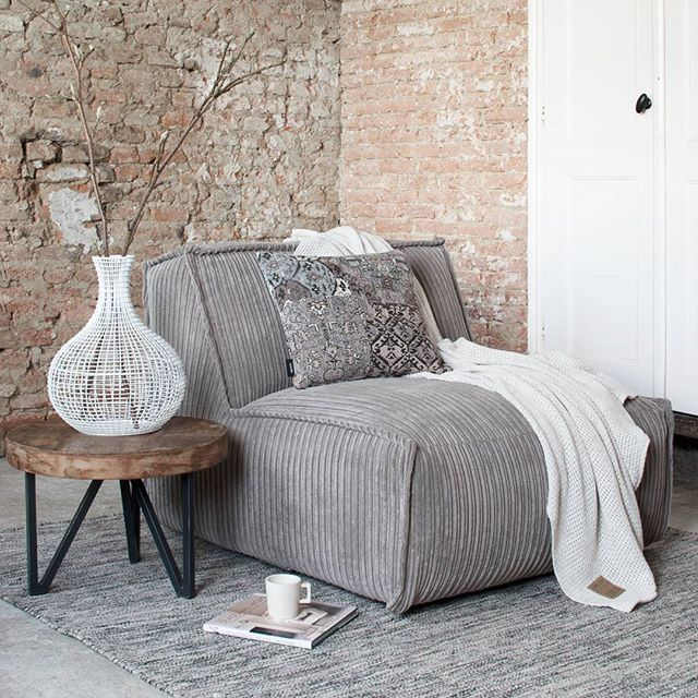 Good morning! Wat zijn jouw plannen vandaag? #interior #design #styling #corduroy #cozy #home #instahome #interieur #inspiration #interior4all #instagood #vsco
