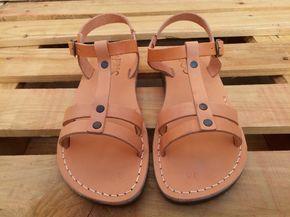 VENTA! Nuevas sandalias de cuero con tirantes. Zapatos para Mujeres y Hombres Chancletas Cintas Pisos Calzado de Diseñador Bíblico de Jesús de Sandalimshop en Etsy https://www.etsy.com/mx/listing/491513882/venta-nuevas-sandalias-de-cuero-con