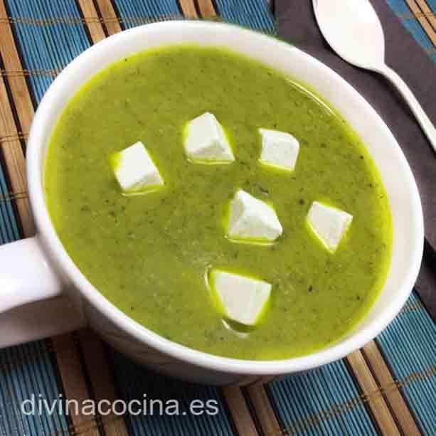 Aquí tienes 3 versiones de una deliciosa crema de brócoli, la receta tradicional, en Thermomix y una receta light.