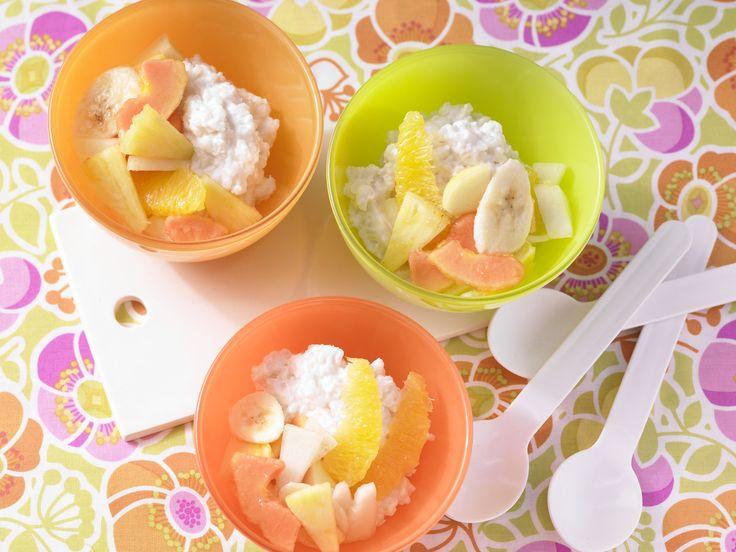Kokos-Milchreis mit Obstsalat - Kochen für viele Kinder - smarter - Kalorien: 386 Kcal - Zeit: 30 Min.   eatsmarter.de Perfekt zum Frühstück oder als Dessert.
