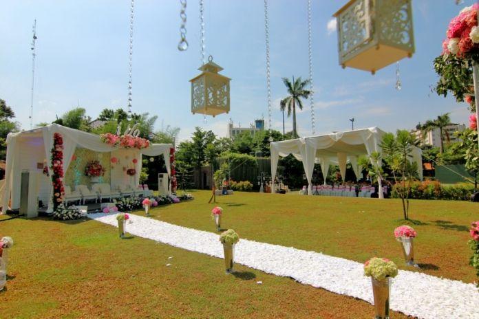 Dalam menyiapkan sebuah pernikahan, venue atau Tempat Pernikahan / Wedding Indoor & Outdoor menjadi sangat penting untuk pasangan capeng