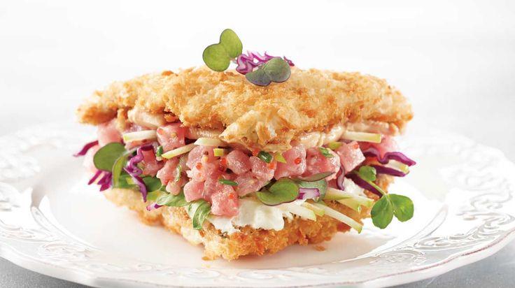 Sandwich gourmet au tartare de thon, au foie gras et au fromage à la crème