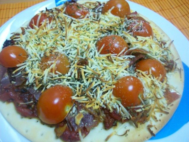 Pizza mediterranea. Ver receta: http://www.mis-recetas.org/recetas/show/15366-pizza-mediterranea