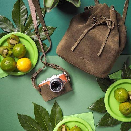 A máme tu další vyladěný outfit ke stylovému foťáku Olympus PEN s foto brašnou navrženou Lucií @lucie_ehr z blogu A Cup of Style. Foto od @orcagruppe #olympus #olympuspengeneration #epl8 #fashion #blogger #camera #mujolympus via Olympus on Instagram - #photographer #photography #photo #instapic #instagram #photofreak #photolover #nikon #canon #leica #hasselblad #polaroid #shutterbug #camera #dslr #visualarts #inspiration #artistic #creative #creativity