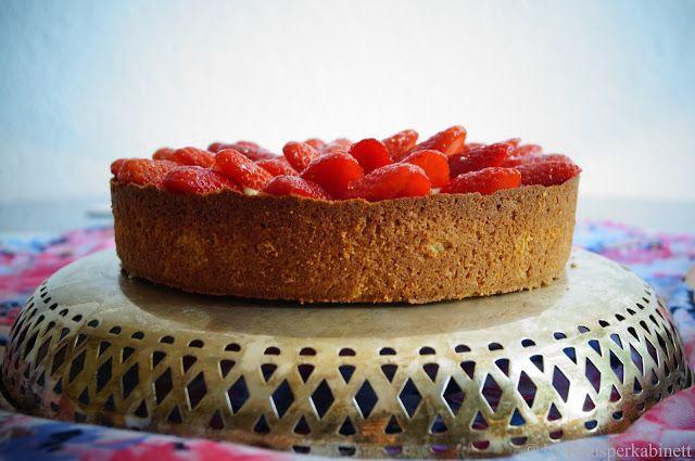 KNUSPERKABINETT: Veganer und glutenfreier Erdbeerkuchen mit Mangocrème und Cashew-Hirse-Boden