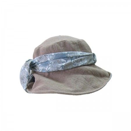 Hat in linen with band.