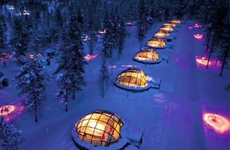 A hotel in Finland's wilderness offers guests amazing views of the stars from the comfort of bed, through thermal glass igloos. The Hotel Kakslauttanen's twenty igloos are made up of insulated glass containing a frost preventative, keeping the glass clear and the beds warm and cozy when temperatures outside hit -22 degrees fahrenheit.