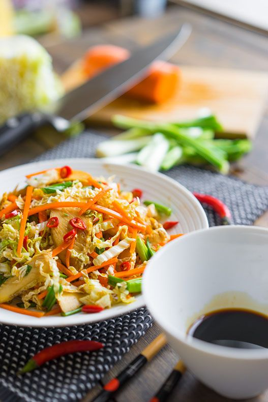 Лёгкий азиатский салат для летнего удовольствия Мне кажется в чём у азиатов нет равных, так это в салатах из простейших ингредиентов. Вы легко можете открыть холодильник и приготовить десяток вариаций, которые будут отличаться по вкусу. Одна из хитростей — заправки. Обычно это 3-5 составляющих, которые превращают унылые овощи в оркестр ароматов и текстур. Я это...