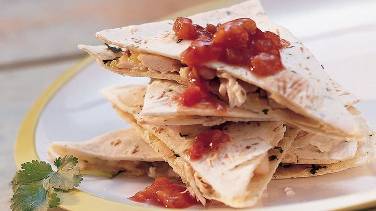 Dinner ready in 25 minutes! Enjoy grilled chicken quesadillas made with Old El Paso® flour tortillas. Perfect if you love Mexican cuisine.