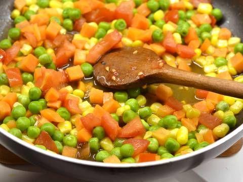 Mennyei Tejszínes-zöldséges csirke recept! Az egyik legjobb csirkés-zöldséges étel, melyet a tejszín, és a megolvadt mozzarella csak még finomabbá tesz! Készítsd el! ;)