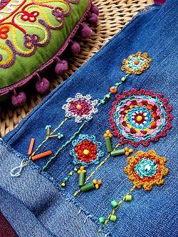 Embroider Jeans....réépinglé par Maurie Daboux .•*`*•. ❥