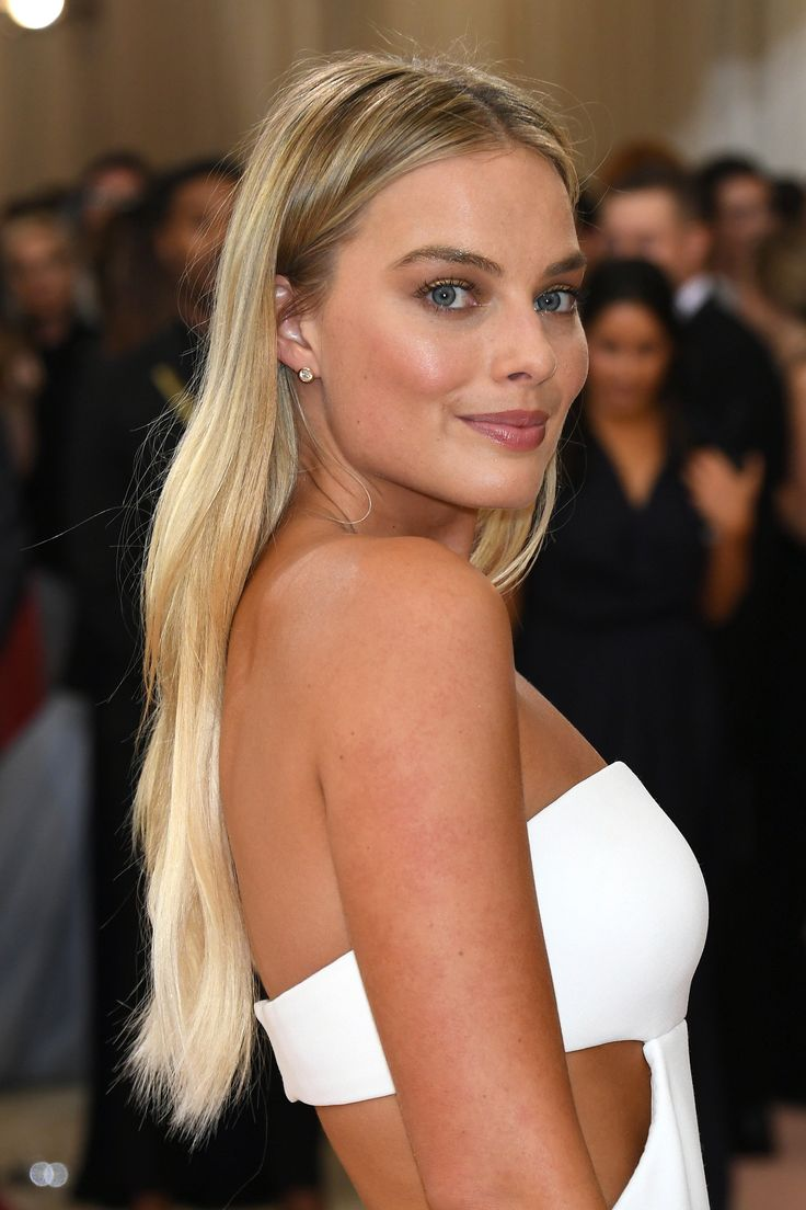 Margot Robbie--perfect shade of blonde