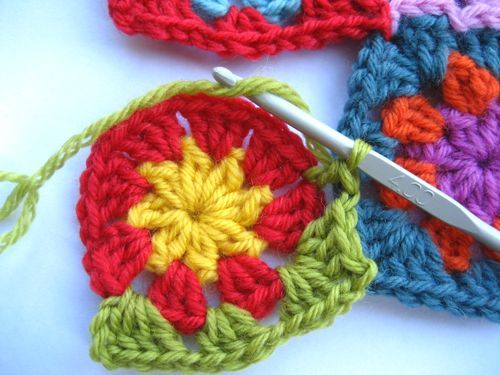 Granny square join as you go: Joining Crochet Motif, Joining Granny Squares, Knits Crochet, Joining Motif, Diy Crafts, Crochet Circles, Joining Crochet Squares, Beats Sewing, Go Sur Beats