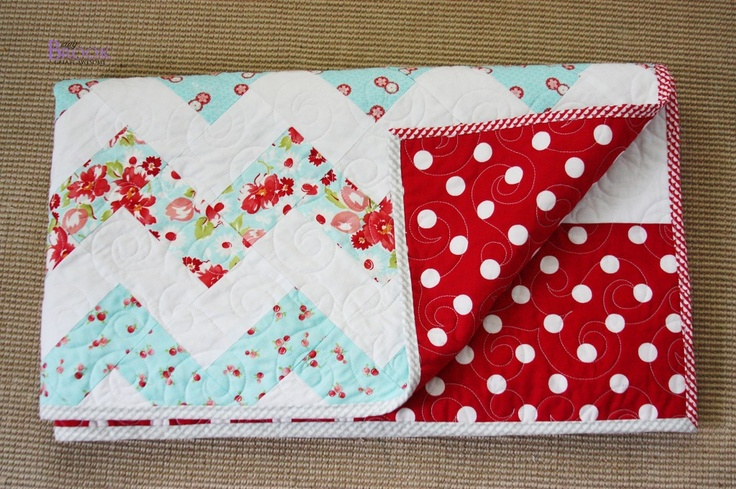 BeingBrook: Zig Zag Quilt without triangles {Girl Bedroom} LOVE!