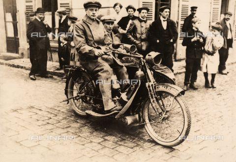Motorbike (1910) http://shop.alinari.it/en/product-details-48592