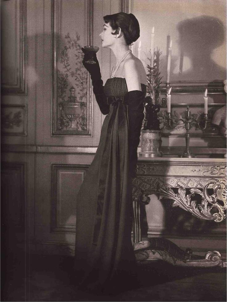 Vogue Paris September 1953  Design:Jacques Fath  Model: Suzy Parker  Photography: John Rawlings