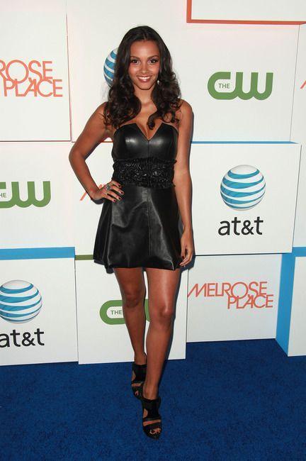 Джессика Лукас в кожаном платье-корсете