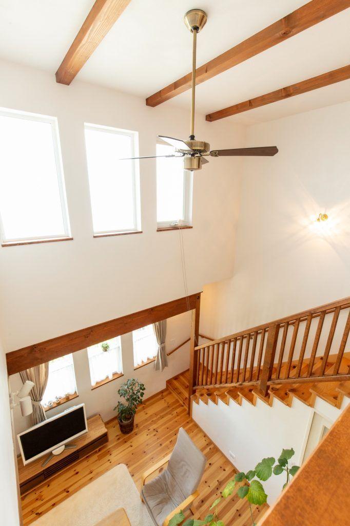 2度目のマイホーム お庭と暮らすプロヴァンスの家 マイホーム リビング階段 吹抜け