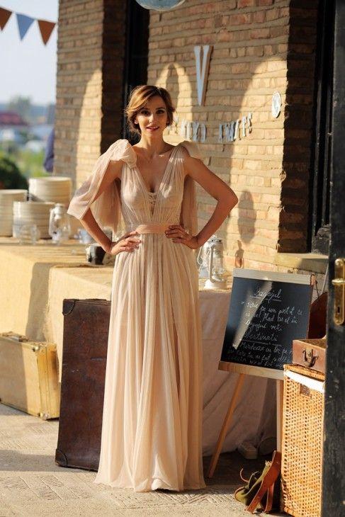 Vrei să strălucești într-o rochie ca a Danei Rogoz? Noi îți dezvăluim cum poți confecționa o asemenea ținută