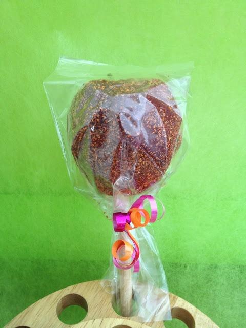 chamoy apple? perfect for parties! by Estudio Landelion Mexico http://landelionmexico.blogspot.mx