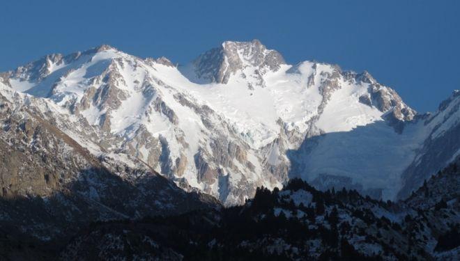 50 ALPINISTAS EXTRANJEROS SE ENCONTRABAN EN LA MONTAÑA 11 alpinistas asesinados en el campo base del Nanga Parbat  Tragedia terrible para el alpinismo. 11 alpinistas han sido asesinados en el campo base de la vertiente del Diamir del Nanga Parbat. Por suerte, la mayor parte de los 50 alpinistas extranjeros que se encontraban en ese momento en la montaña estaban en los campos superiores.   DESNIVEL - Domingo, 23 de Junio de 2013 - Actualizado a las 21:10h.
