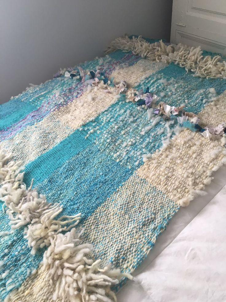 Piecera de Lana para cama de 2 plazas con 100%lana y Flores sintéticas de Tilonka Lanas. CLP 180.000