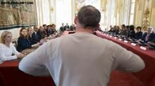 Il c'est fait votre porte parole auprès du gouvernement ! - Erick Bernard à parlé aux Ministres du Gouvernement Hollande. Il leurs a remonté les bretelles. maintenant tout devrait aller mieux !