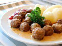 Svéd húsgolyó vörös áfonyadzsemmel