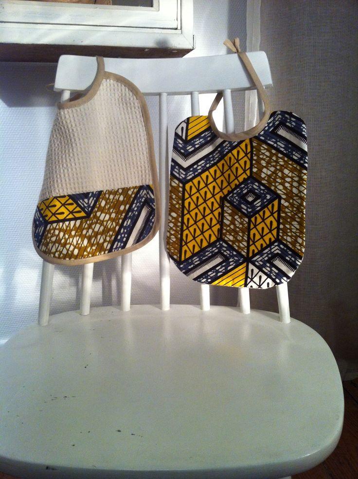 Ensemble de deux Bavoirs ethniques en coton wax , jaune, beige et blanc : Mode Bébé par i-k
