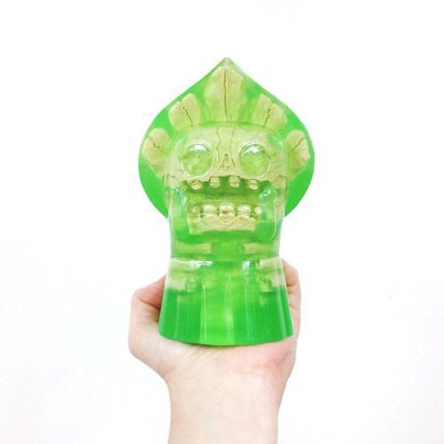 Toy a day, Scott Wilkowski's skin deep version of David Horvath's Flatwoods Monster. @s_wilkowski #toy #toyaday #collection #flatwoodmonster #scottwilkowski #designertoy #resin #skull