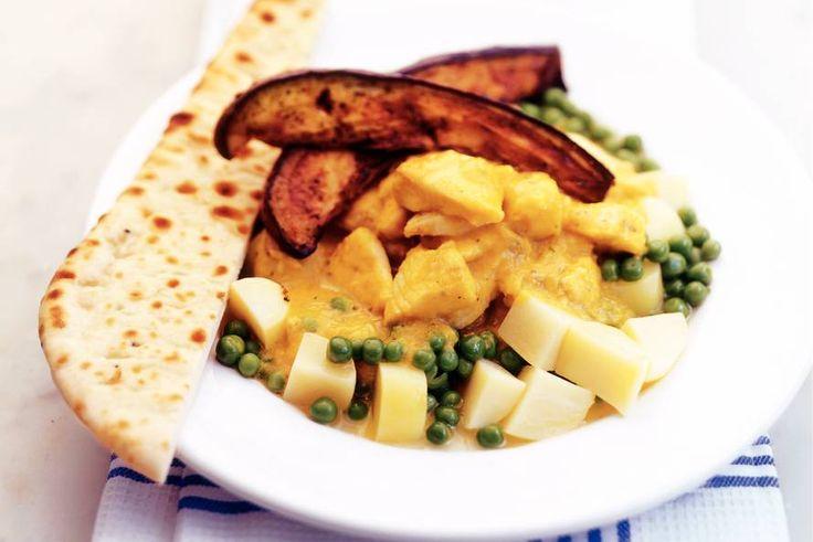 Tilapia met tuinerwten, aubergine en kormasaus - Recept - Allerhande